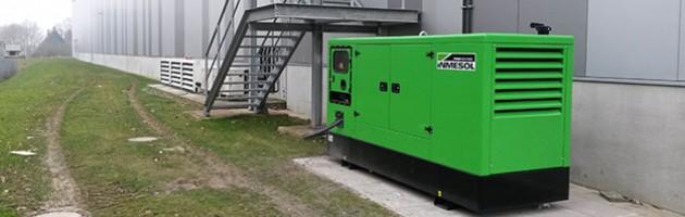 Электрогенераторная установка INMESOL II-110 установленная снаружи дистрибьюторского склада фармацевтических товаров в Верне (Германия)