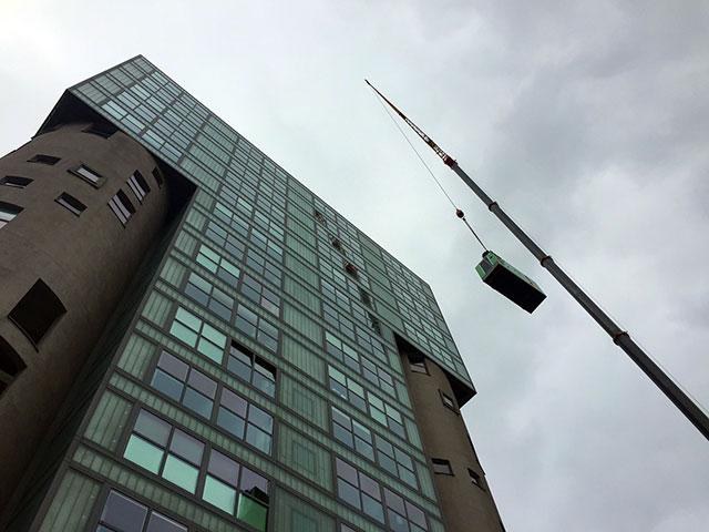 Электрогенераторная установка INMESOL IV-110 была закреплена на крыше здания