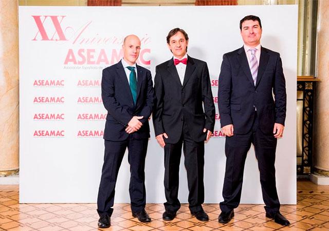 Слева направо: Хоакин Казорла (Отдел внутренних продаж INMESOL), Жорди Торресс (Член правления директоров ASEAMAC) и Игнасио Морелл (Отдел внутренних продаж INMESOL)
