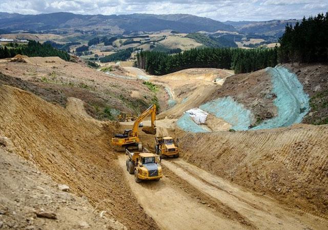 Земляные работы на строительном участке автомагистрали Gully